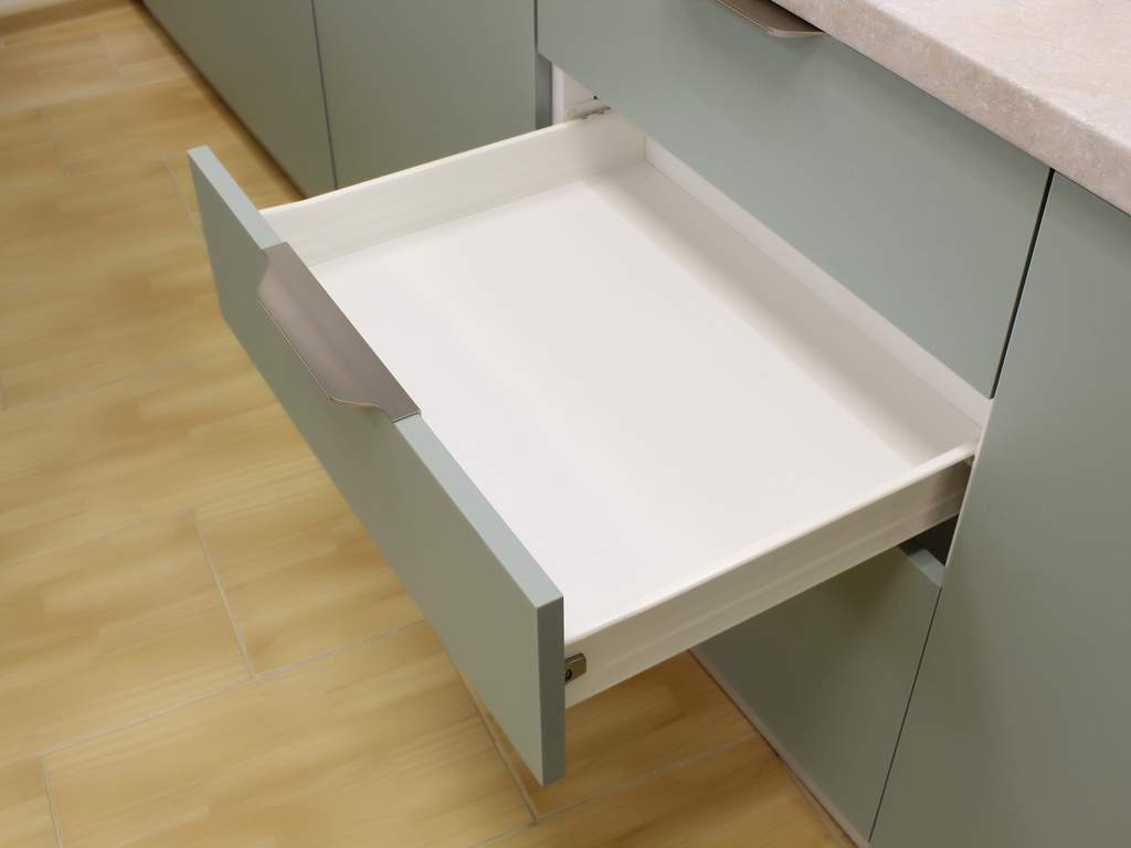 Кухня прямая ТБМ Люкс «Эмилия» (3.0 м, белый/беленый дуб) Изображение 2