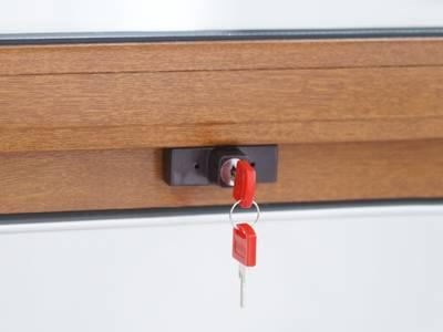 Детский замок (блокиратор) с цилиндром и ключом Internika, коричневый Изображение 2