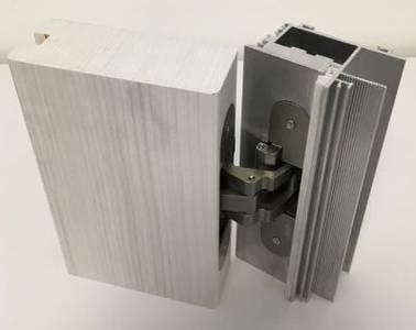 Петля скрытая для компланарных дверей, универсальная, 3D, 130x32/25 мм, 60 кг, цамак и алюминий, с 4 накладками и 4 винтами для крепления накладок, никель матовый Изображение 5