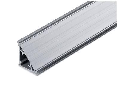 Пристеночный бортик треугольный под вставку SCILM (L=4 м, 30x25 мм, пластик+алюминий) Изображение