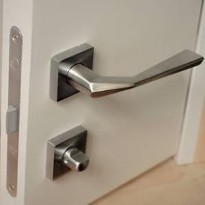 Ручка дверная, с раздельной квадратной накладкой, хром матовый Изображение 9