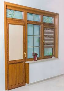 Угловая накладка для дверного наличника Qunell U-81 золотой дуб (Renolit 2178-001) Изображение 3
